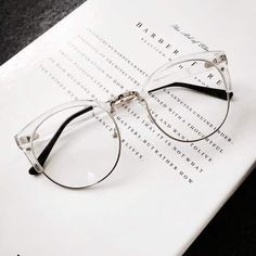 Glasses clear frames eyeglasses ray bans new ideas Cute Glasses, New Glasses, Glasses Frames, 2017 Glasses, Glasses Style, Girl Glasses, Glasses Shop, Womens Glasses, Ray Ban Sunglasses