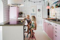 Heute sind wir bei Familie Ottosson in Malmö zu Gast. Die haben tausend Deko-Ideen, die man sich einfach für Zuhause mopsen kann.   Ohhh… Mhhh…