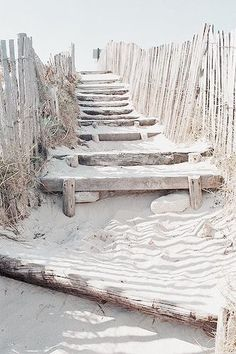 Rustic retreat with a private beach. Univers Mininga