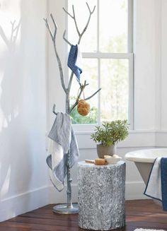 Фото 21 - Напольная вешалка своими руками из ветки дерева, покрашенной в серебряный цвет