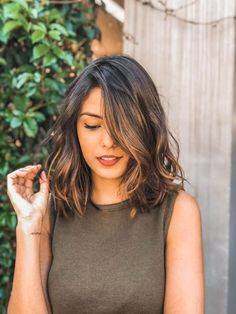 48 Best Short Hairstyles for Thick Hair 2018 – 2019 Short Haircuts For Thick Wavy Hair – Farbige Haare Short Hairstyles For Thick Hair, Pretty Hairstyles, Curly Hair Styles, Haircut Wavy Hair, Medium Hair Length Styles, Long Bob Wavy Hair, Medium Wavy Hair, Hairstyle For Medium Length Hair, Short Thick Hair