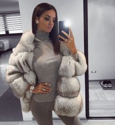 Image may contain: 1 person, phone Fur Fashion, Winter Fashion Outfits, Fall Winter Outfits, Autumn Winter Fashion, Womens Fashion, Fur Coat Outfit, Boujee Outfits, Coats For Women, Mantel