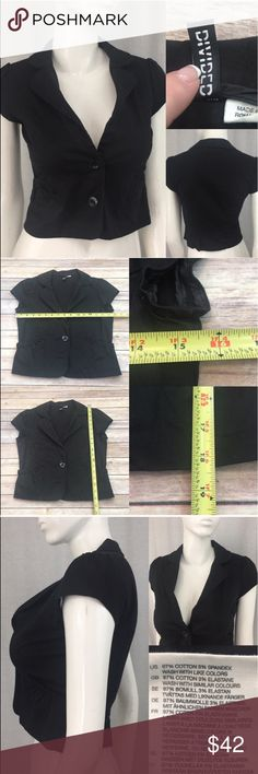 💌Size Small (36) H&M Divided Black Cropped Blazer Measurements are in photos. Normal wash wear, no flaws. C2/27  I do not comment to my buyers after purchases, due to their privacy. If you would like any reassurance after your purchase that I did receive your order, please feel free to comment on the listing and I will promptly respond.   I ship everyday and I always package safely. Thank you for shopping my closet! H&M Jackets & Coats Blazers