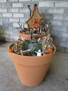 Incredibly halloween fairy garden decoration ideas 47 30 incredibly halloween fairy garden decoration ideas by ellen w. Throwing a garden party for halloween is a great way for adults and children a like to enjoy the festivities at a time . Humour Halloween, Halloween Fairy, Halloween Festival, Spirit Halloween, Easy Halloween, Halloween Crafts, Halloween Veranda, Halloween Porch, Outdoor Halloween