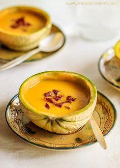 ¿Cansado de los gazpachos tradicionales? Inspírate con las frutas de temporada como el melón :)