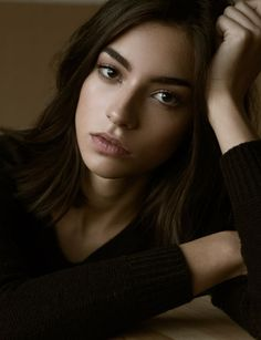 Brown Hair / Brown Eyes / Model: Rocio Crusset