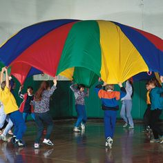 The smiles and laughter of the children as they delight in playing with a large, colorful parachute is testimony to how much fun parachute games are! Parachute play can be effectively combined with musical play for added enjoyment and learning. Outdoor Games, Indoor Outdoor, Outdoor Play, Indoor Gym, Outdoor Office, Indoor Recess, Parachute Games, Team Building Skills, Building Games