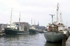 De haven van Maassluis uit de jaren 60 met OOSTZEE, TYNE en de GEESTDYK http://vervlogentijden.blogspot.nl/2016/08/elke-dag-een-nederlands-schip-uit-het_20.html