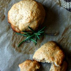 Rosemary olive oil cookies with red wine