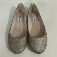 Steve Madden ballet flats Cute glitter! Never worn. Perfect condition. They run a little small and I have wide feet. Steve Madden Shoes Flats & Loafers
