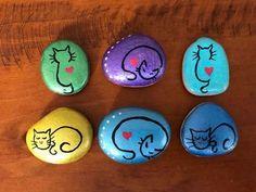 📌 Znaleźliśmy nowe Piny na tablicę DIY i rękodzie. Painted Rock Animals, Painted Rocks Craft, Hand Painted Rocks, Painted Stones, Rock Painting Patterns, Rock Painting Ideas Easy, Rock Painting Designs, Stone Art Painting, Pebble Painting