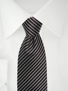 Cravate gris argenté avec rayures noires