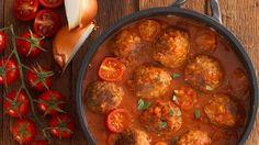 Das Rezept für Sojabällchen in Tomatensauce ist genau das Richtige für die, die eine fleischlose Alternative zu kleinen Frikadellen suchen. Die fruchtige Tomatensauce und die pikante Würze, machen das Gericht einfach köstlich.