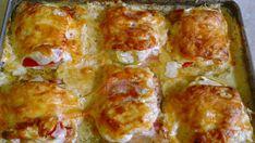 Rychlá večeře z jednoho plechu pro celou rodinu. Vyzkoušejte tyto vynikající kuřecí prsa z jednoho plechu. Díky zakysané smetaně je maso jemné a šťavnaté a další přísady doplňují jeho skvělou chuť! Ingredience: 3 kousky kuřecích prsou rozdělených na poloviny 400 ml zakysané smetany 1 cibuli 2 červené papriky 6 plátků slaniny (nebo tři dlouhé rozdělené …