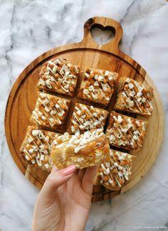 Caramel Recipes, Brownie Recipes, Cake Recipes, Dessert Recipes, Caramel Chocolate Chip Cookies, Salted Caramel Brownies, Chocolate Chips, White Chocolate Brownies, Chocolate Desserts