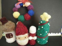 3000円⇒1500円羊毛をチクチクして作ったクリスマスデコレーションを5点セットにしてみました。ちょっとしたコーナーに並べたり、紐を付けて吊り下げ...|ハンドメイド、手作り、手仕事品の通販・販売・購入ならCreema。