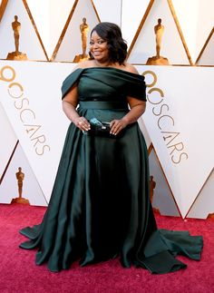 Wearing a Brandon Maxwell dress and Lorraine Schwartz jewels while carrying a Tyler Ellis clutch. Oscar Dresses, Evening Dresses, Oscar Gowns, Winter Gowns, Oscars Red Carpet Dresses, Haute Couture Looks, Octavia Spencer, Blush Gown, Oscar Fashion