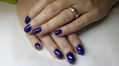 Petita Wiles uses CND Shellac Midnight Swim & Midnight Blue #lecente #glitter to create these lovely #nails