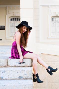 Look do Dia: Maxi Colete + Macacão de veludo vinho + Bota  #lookdodia #bota #macacão #veludo #ootd #moda #velvet #boho #style #bohemian #boots #jumpsuit #chapéu #lookoftheday #tumblr #girl #fashion #blogger