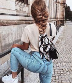Summer days Ways To Wear A Scarf, How To Wear Scarves, Gossip Girl Serie, Braided Scarf, Mode Ootd, Elegant Wedding Hair, Girl Fashion, Fashion Outfits, Style Fashion