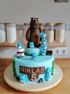 Grizzy and the Lemmings Cake Oswald The Octopus, Shaun The Sheep Cake, Beautiful Birthday Cakes, Family Birthdays, Fondant Figures, 3rd Birthday Parties, Bugatti, Baby Food Recipes, Nutella