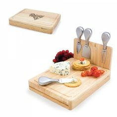 Asiago folding cutting board with rools