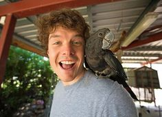 9 Travel Selfie With Animals: This Guy Is A Master.