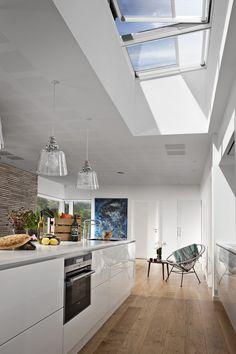 Une verrière modulaire VELUX, conçue en partenariat avec le cabinet d'architectes Foster + Partner, composée de modules préfabriqués, fixes et ouvrants, pour un maximum de lumière naturelle… sans aucun compromis sur le confort.