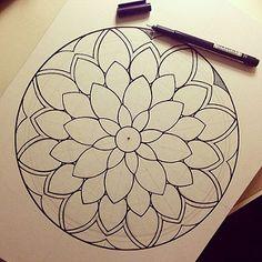 #мандала #графика #орнамент #узор #graphic #art #холст #edding1880 #mandala #ornament #pattern | par Gromova_Ksenya