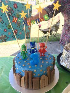 Pj masks birthday cake with city scape Pj maskiert Geburtstagstorte mit Stadtbild Pj Masks Birthday Cake, Birthday Cake Kids Boys, 4th Birthday Cakes, Boy Birthday Parties, Birthday Ideas, Superhero Birthday Cake, Women Birthday, Husband Birthday, Pjmask Party