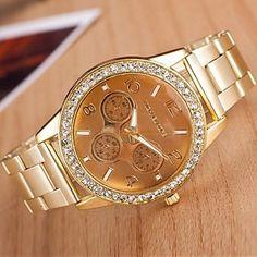 reloj de manera del cuarzo de la aleación de circular de las mujeres (colores surtidos) – USD $ 10.99