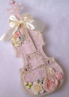 Card Making and Paper Crafting ideas for the crafter at home. Shabby Chic Crafts, Vintage Crafts, Vintage Shabby Chic, Shabby Chic Decor, Vintage Paper, Shabby Chic Violin, Casas Shabby Chic, Violin Art, Music Decor