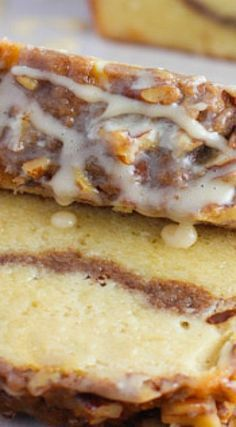 Ultimate Sour Cream Coffee Cake - Kuchenträume/Dreams and Cakes - Kuchen Just Desserts, Delicious Desserts, Yummy Food, Sour Cream Desserts, Baking Recipes, Cake Recipes, Dessert Recipes, Brunch Recipes, Breakfast Recipes