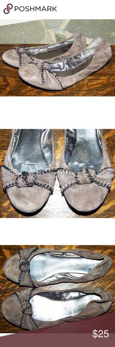 B Makowsky Tyson Chain Bow Ballet Flats Size 10 W B Makowsky Tyson taupe or beige suede chain bow ballet flats womens size 10 W wide in great condition. Clean and ready to wear.   f521 b. makowsky Shoes Flats & Loafers