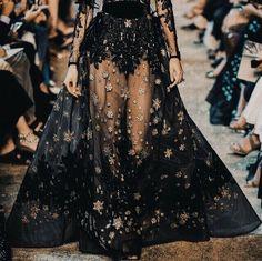 Couture and Class Geek Fashion, Fashion Books, Runway Fashion, High Fashion, Fashion Show, Womens Fashion, Fashion Design, Female Fashion, Ootd Fashion