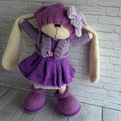 426 отметок «Нравится», 22 комментариев —  ВЯЗАНЫЕ ИГРУШКИ (@soni_toys) в Instagram: «моя любовь сегодня отмечает 3 года! Дата! На фото у Андрея спицы, перед ним куча мала пряжи, а…» Crochet Doll Pattern, Crochet Toys Patterns, Amigurumi Patterns, Amigurumi Doll, Doll Patterns, Crochet Bunny, Crochet For Kids, Knitted Dolls, Crochet Dolls