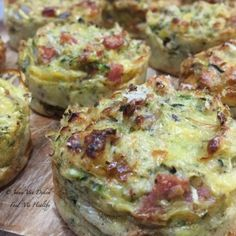 cup self raising flour 2 Eggs 1 small onion finely diced 1 small zucchini grated 1 tbls olive oil Bega less fat grated cheese dry mix herbs 3 slices Aldi berg fat free shortcut b… Best Breakfast Casserole, Bacon Breakfast, Quick Healthy Breakfast, Breakfast Nook, Bacon Muffins, Zucchini Muffins, Zucchini Fritters, Breakfast Party Foods, Breakfast Recipes