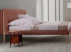 Französische Schlafzimmer-Marken bei Maison Et Objet: Ligne Roset Ligne Roset, Red Bedding, Luxury Bedding Collections, Bedroom Bed, Master Bedroom, Bed Furniture, Modern Furniture, Luxurious Bedrooms, Elle Decor