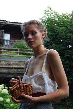 love the heidi milk girl look