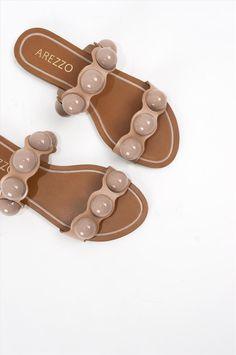 Γυναικεία σανδάλια Arezzo. Είναι κατασκευασμένα από άριστης ποιότητας υλικά, αντιολισθητική σόλα για σταθερό περπάτημα. Μια ιδιαίτερη επιλογή που θα δώσει ξεχωριστό στυλ σε κάθε σας εμφάνιση. Palm Beach Sandals, Miller Sandal, Tory Burch, Shoes, Fashion, Moda, Zapatos, Shoes Outlet, Fashion Styles