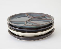 These stoneware divided plates are made for everyday use and perfect for any meal. The divided sections allow you to get creative with your food