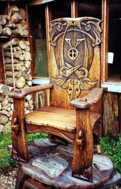Viking/Celtic chair for a jarl or king Medieval Furniture, Gothic Furniture, Wood Furniture, Wood Projects, Woodworking Projects, Campaign Furniture, Throne Chair, How To Clean Furniture, Cool Chairs