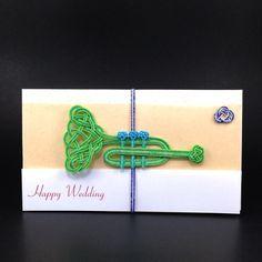 ハンドメイドマーケット minne(ミンネ)| 【ヨコ型】グリーンのトランペットのご祝儀袋 Diy And Crafts, Paper Crafts, Paracord, Turquoise Bracelet, Macrame, Origami, Weaving, Packaging, Creative