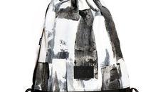 Tornazsák egyedi, kézzel festettabsztrakt, fekete-fehér csíkos mintával. Nők és férfiak is bátran hordhatják. A minta egyedi, kézzel készült, így némileg eltérhet a képen látottól.  Anyag: vászon, textilbőr, poliészter zsinór  Méret:46 x 40 cm   Szín: fekete-fehér Drawstring Backpack, Gym Bag, Backpacks, Fashion, Moda, Fashion Styles, Backpack, Fashion Illustrations, Backpacker