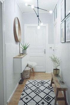 Spiegel kann man in den unterschiedlichsten Varianten fürverschiedene Räumenutzen. Sie sind nicht nur praktisch, sondern auch wahreDekorationstalente.Eine wirklich tolle und praktische Eigenschaft ist dieLichtreflektiondurch Spiegel. So könnt Ihr EuerZuhauseschön hell gestalten. Auchdunkle Bereiche,wie etwader Eingansbereich,werden ausgestrahlt. Wandspiegel lassen kleine Räumegroßzügigerundluftigerwir