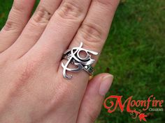 Wear this cool Fearless rune ring and become immune to fear!The ring is silver-plated and and comes in sizes US 8 and 9.