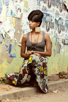 Y'akoto wurde in Hamburg geboren, wuchs aber in Ghana auf. Einen Teil ihrer Jugend verbrachte sie in Kamerun, Togo und dem Tschad. Seit ihrem dreizehnten Lebensjahr ist Y'akoto musikalisch in diversen Genres aktiv, von Rock über Reggae bis hin zur elektronischen Musik. In unserem Interview erzählt uns die Sängerin, was für sie eigentlich Quality Time bedeutet und mit wem sie ihre Freizeit am liebsten verbringt.... http://fashionafricanow.com/2016/06/interview-mit-yaktoto/