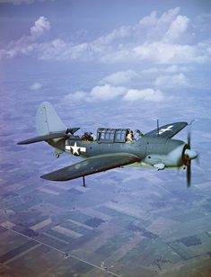 Curtiss SB2C Helldiver . It replaced the Douglas SBD Dauntless in US Navy service. The SB2C was much faster than the SBD it replaced.