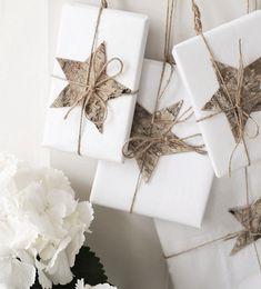 How to: Make Christmas gift tags Christmas wrapping, birch bark gift toppers Christmas Gift Wrapping, Christmas Presents, Holiday Gifts, Christmas Holidays, Christmas Crafts, Christmas Decorations, Cheap Christmas, Christmas Items, Rustic Christmas
