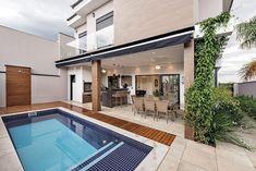 21 Ideas for home design modern patio Modern Tropical House, Modern House Design, Tropical Houses, Modern Pools, Modern Patio, House Paint Exterior, Exterior Design, Exterior House Colors Combinations, House Cladding
